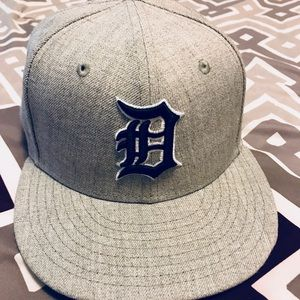 Grey and black Detroit Tigers fitted baseball hat